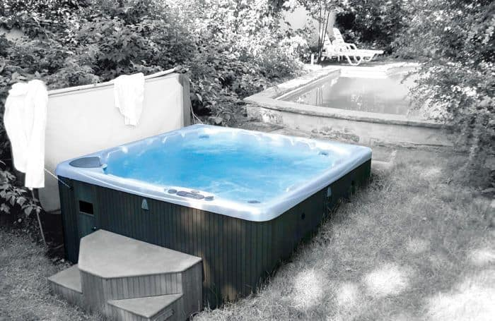 whirlpools fr die terrasse und garten bilder. Black Bedroom Furniture Sets. Home Design Ideas